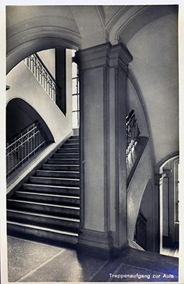 Treppenaufgang zur Aula