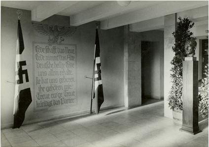 Innenansicht vom Haus der Hitlerjugend, hier mit Hakenkreuzfahnen